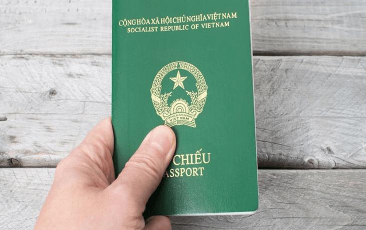 Passport chắc chắn là thứ không thể thiếu trong hành trang rồi