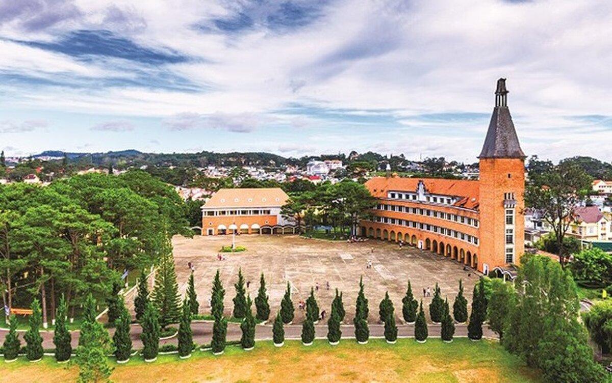 khuôn viên trường cao đẳng sư phạm Đà Lạt
