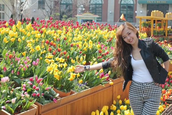 Ca sỹ Đinh Hương trong chuyến du lịch Hàn Quốc