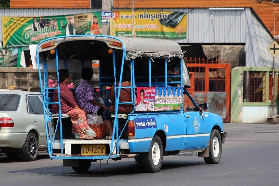 Songthaew là phương tiện đi lại phổ biến ở Hua Hin