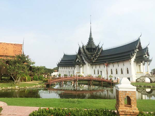 Cung điện Dusit Maha Prasat