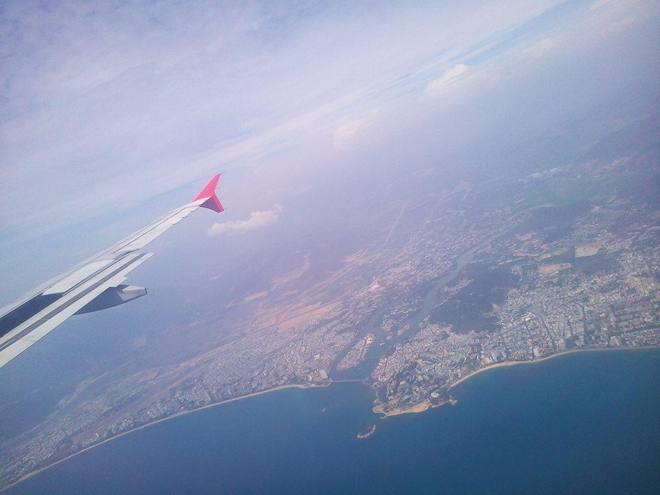 Toàn cảnh Nha Trang nhìn từ trên cao với những bãi biển cát trắng trải dài