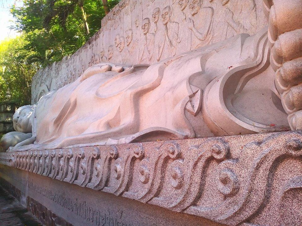 Những bức tượng Phật nằm an nhiên, tĩnh tại