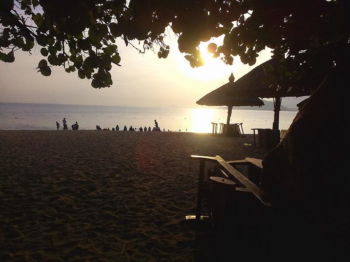 Ngắm mặt trời mọc trên biển Nha Trang