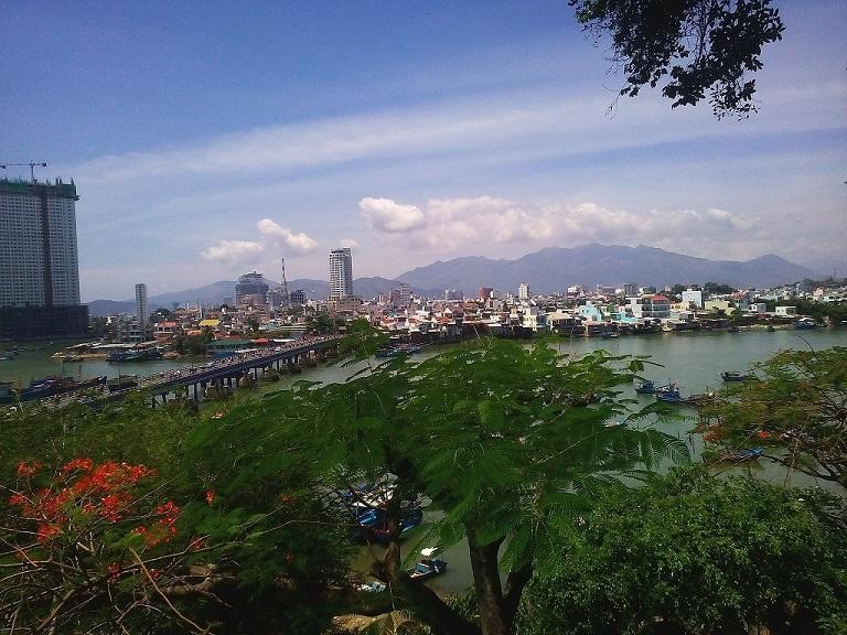 Nha Trang ngập nắng một ngày cuối tháng 8