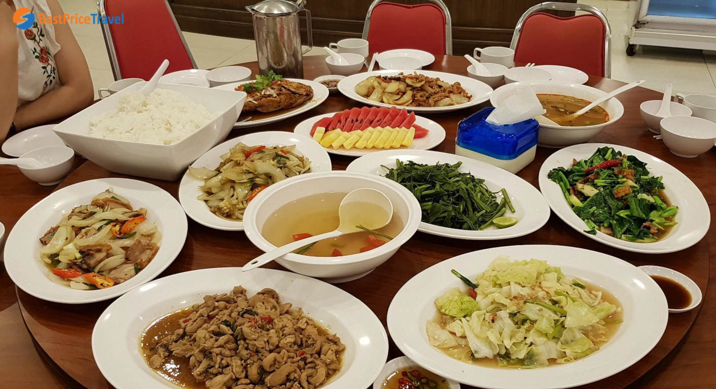 Một trong những bữa ăn của mình tại Pattaya