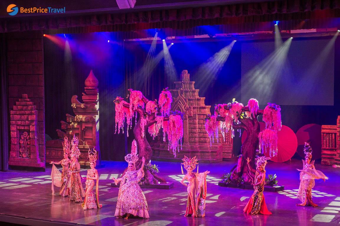 Sân khấu biểu diễn của Colosseum Show