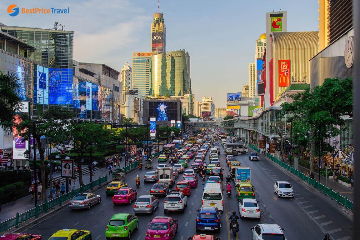 Con phố sầm uất của các trung tâm thương mại Bangkok
