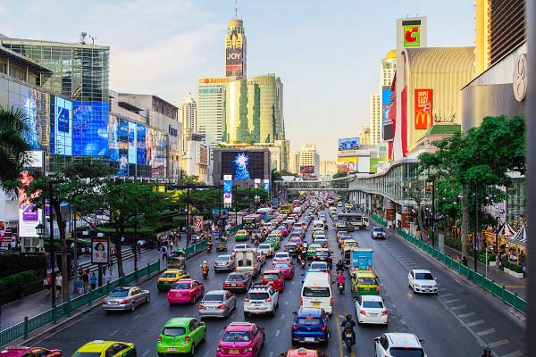 Con phố tập trung các trung tâm mua sắm lớn tại Thái Lan