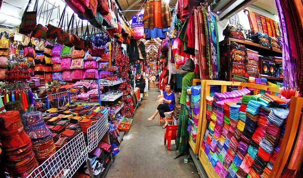 Đủ các loại mặt hàng thời trang giá rẻ tại chợ Chatuchak