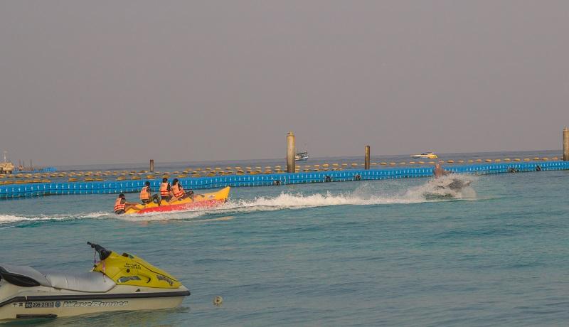 Chơi thuyền chuối trên đảo Coral Pattaya, Thái Lan