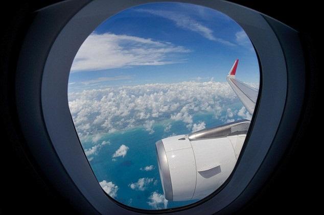 Chỗ ngồi gần cửa sổ trên máy bay
