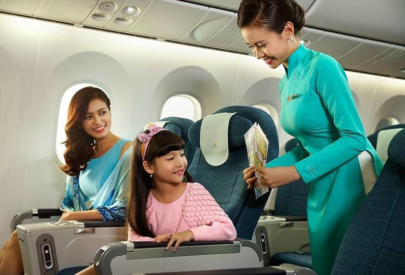 Máy bay là phương tiện di chuyển phù hợp khi du lịch Đà Lạt cùng gia đình