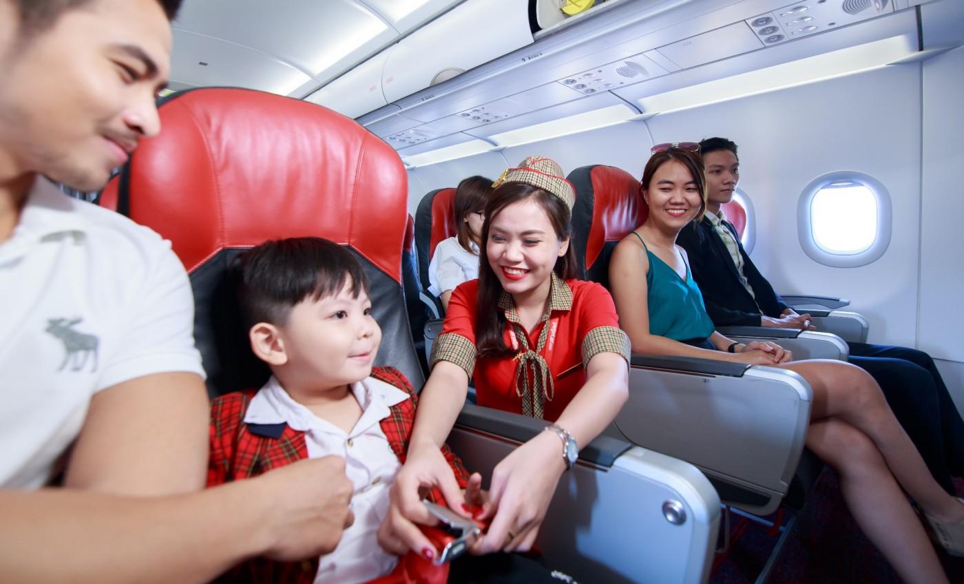 Máy bay - Phương tiện di chuyển tới Đà Lạt thuận tiện khi có trẻ nhỏ đi cùng