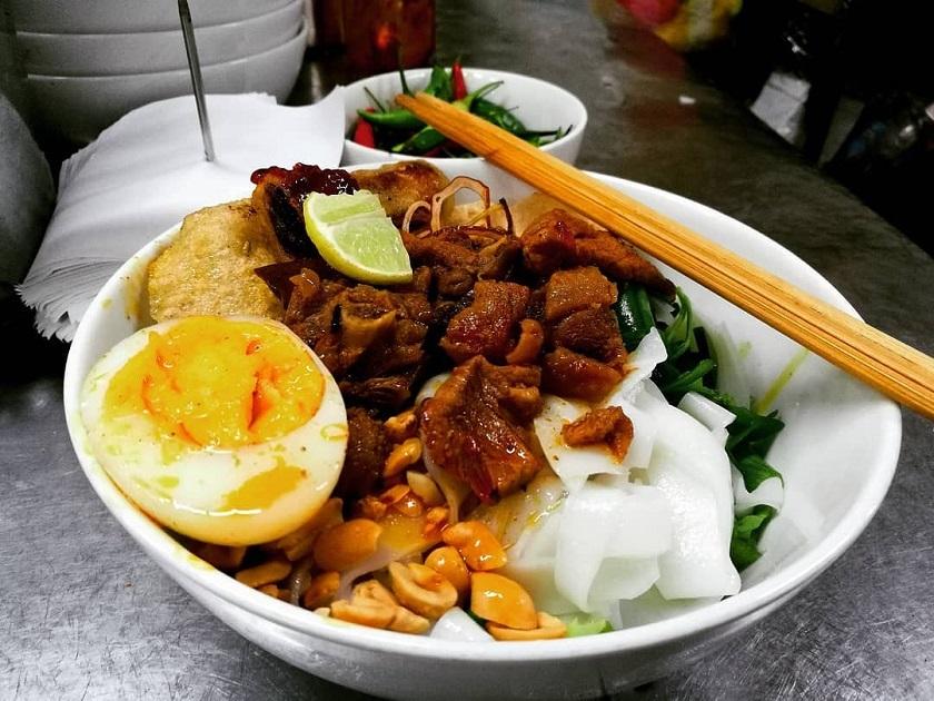Khu ẩm thực trong nhà tại chợ Cồn Đà Nẵng