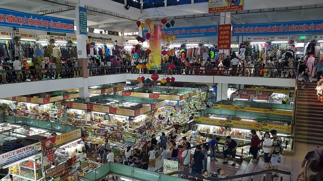 Khu vực mua sắm tại chợ Hàn Đà Nẵng