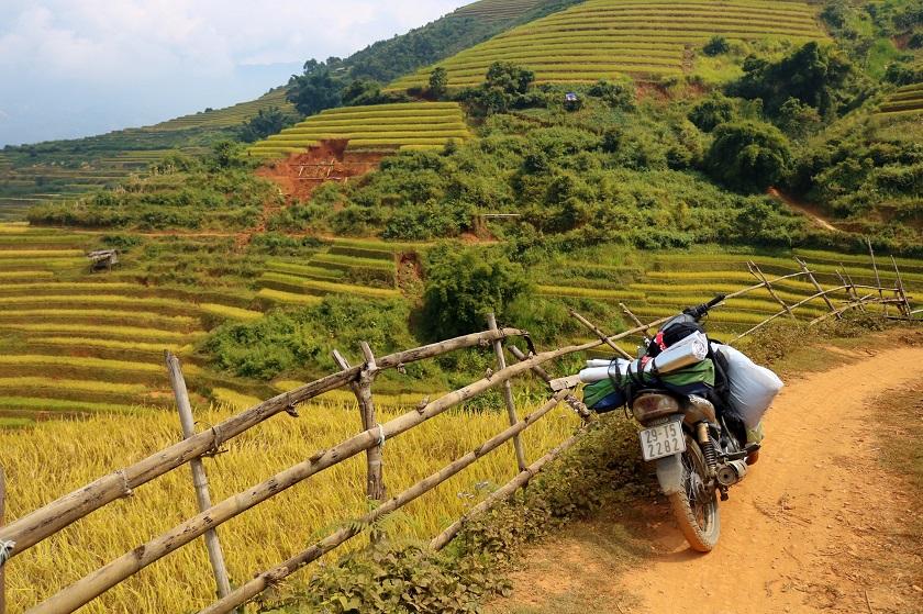 Thuê xe máy để di chuyển khi du lịch Mù Cang Chải