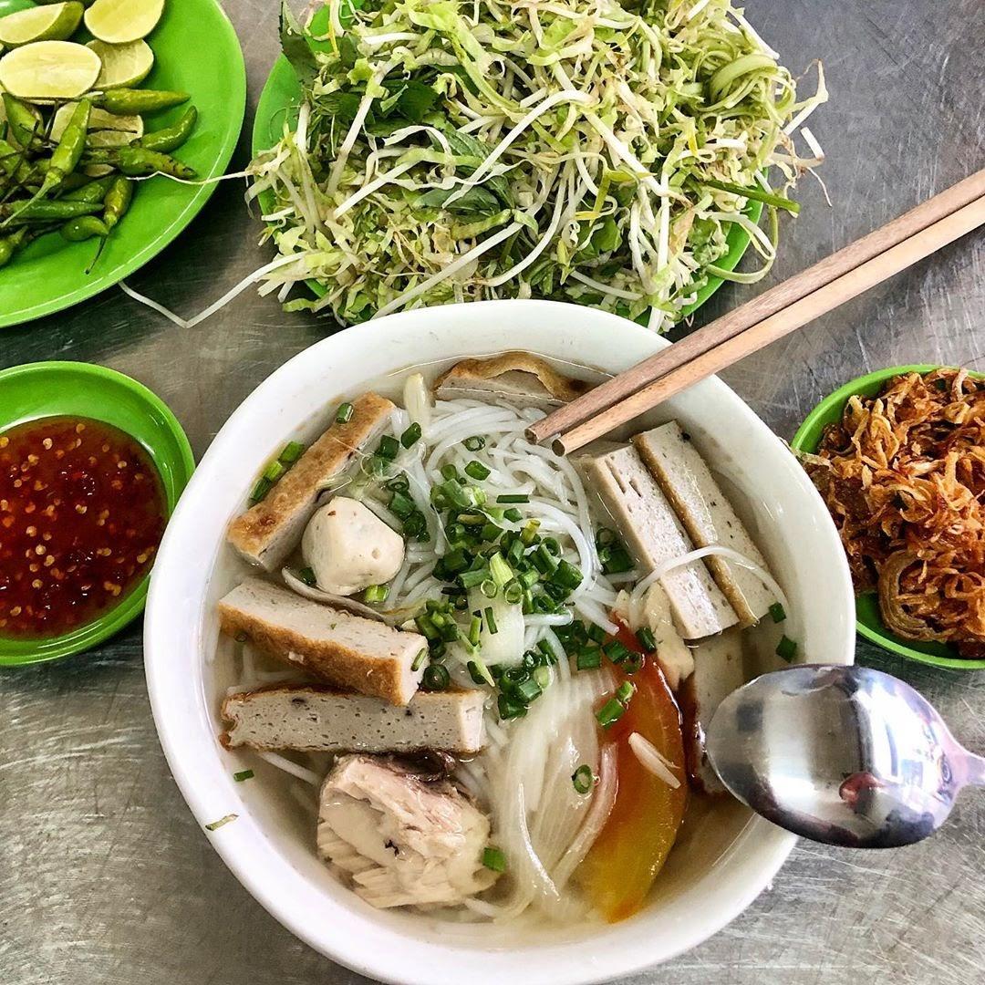 Đặc sản bánh canh chả cá Nha Trang