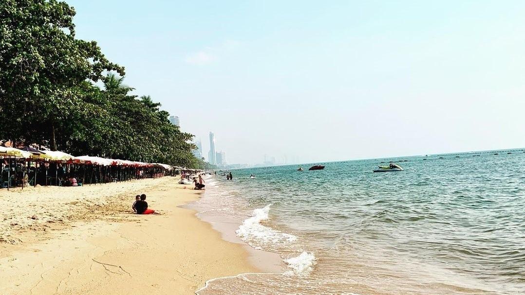 Bờ biển Pattaya vào tháng 1 (@goodtriptour)