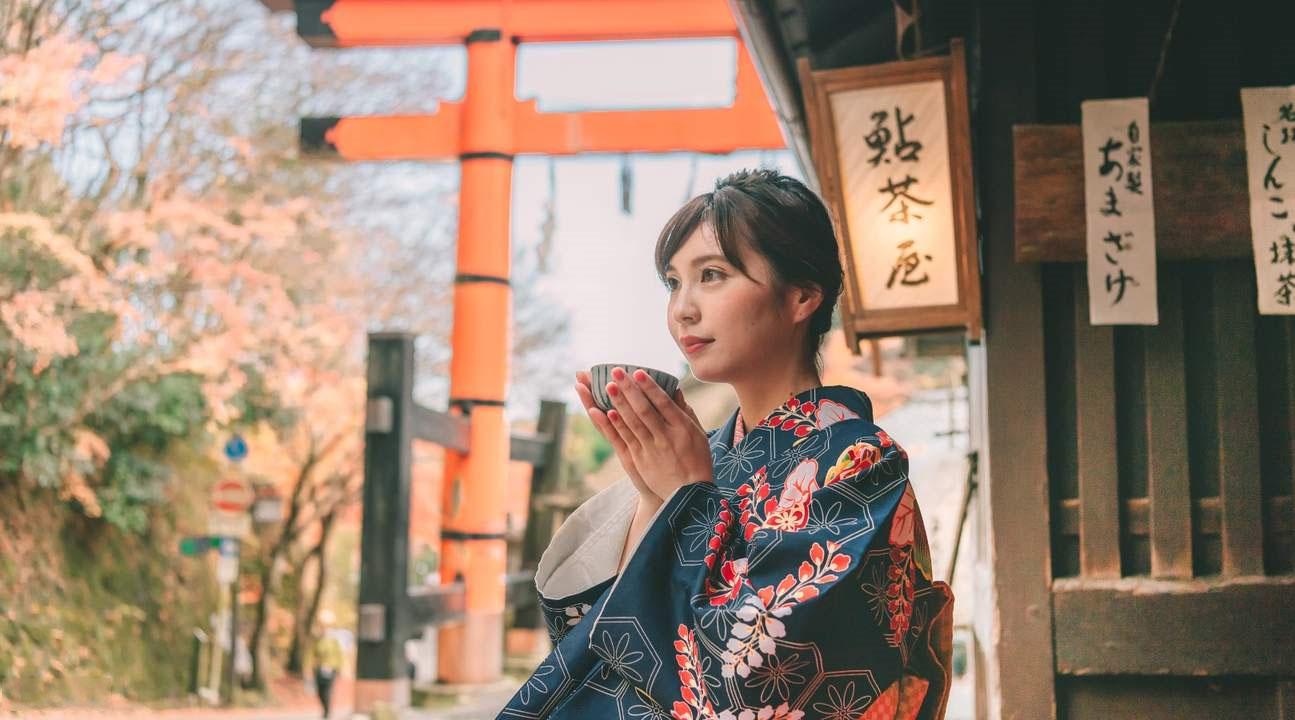 Chụp hình với trang phục truyền thống tại Cố đô Kyoto (Nhật Bản)