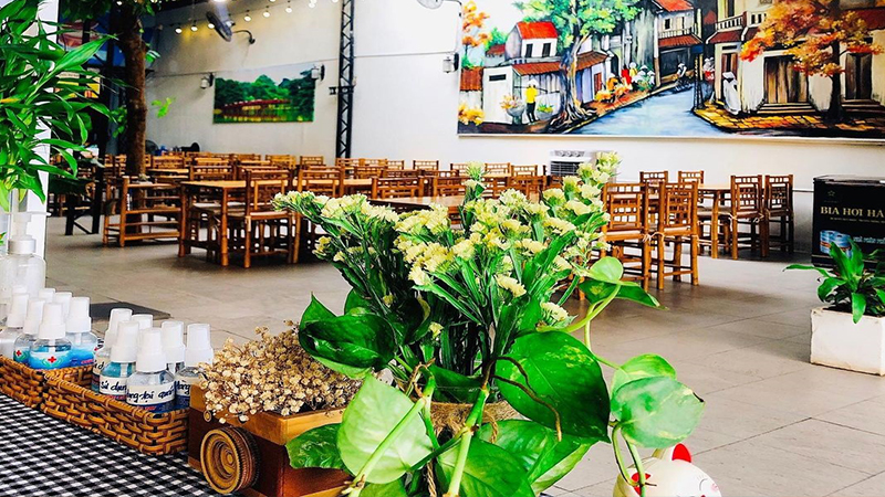 Không gian rộng thoáng ở Nhà hàng cơm niêu Trường Sơn