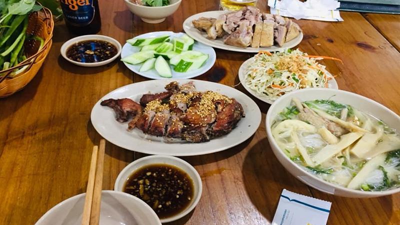 Các món ăn ở Huyền Vịt Quán