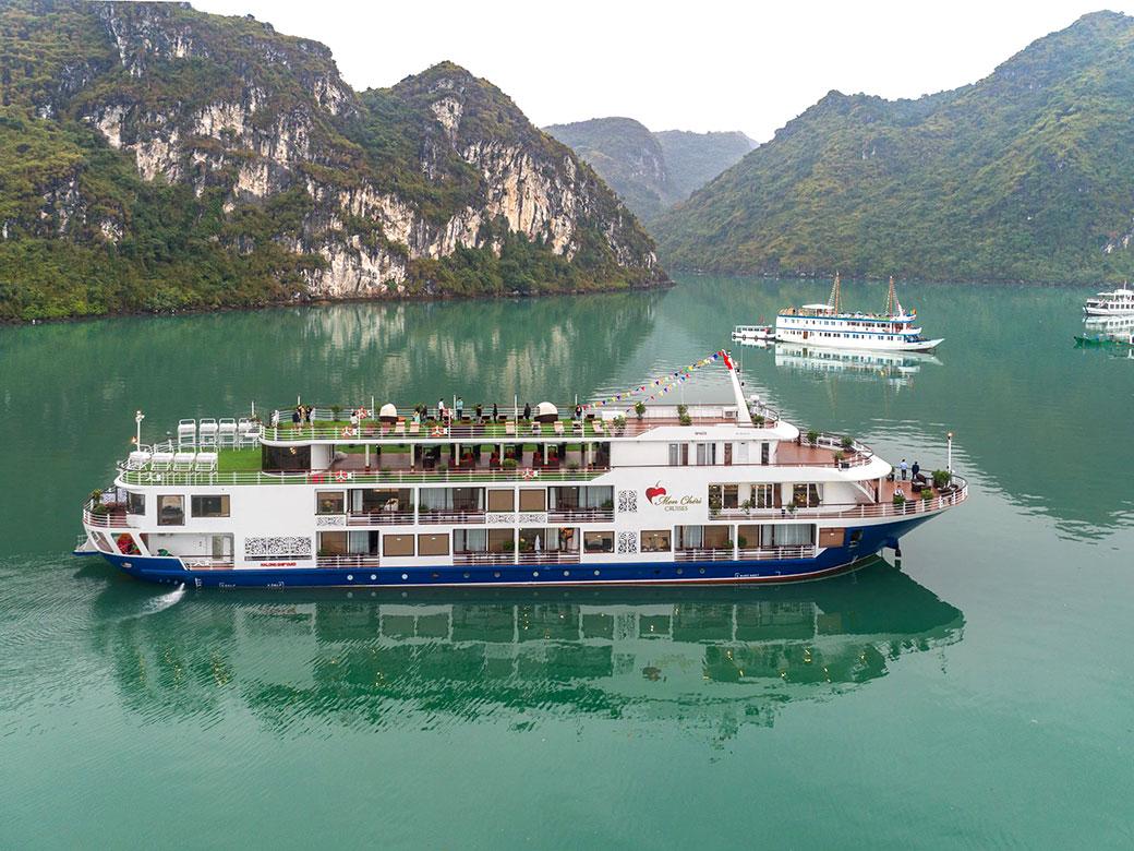 Toàn cảnh du thuyền Mon Cheri