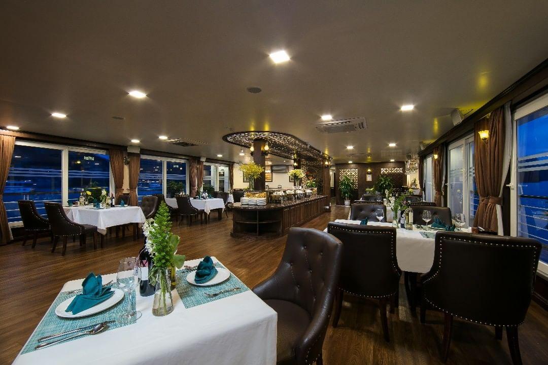 Nhà hàng trên du thuyền Mon Cheri