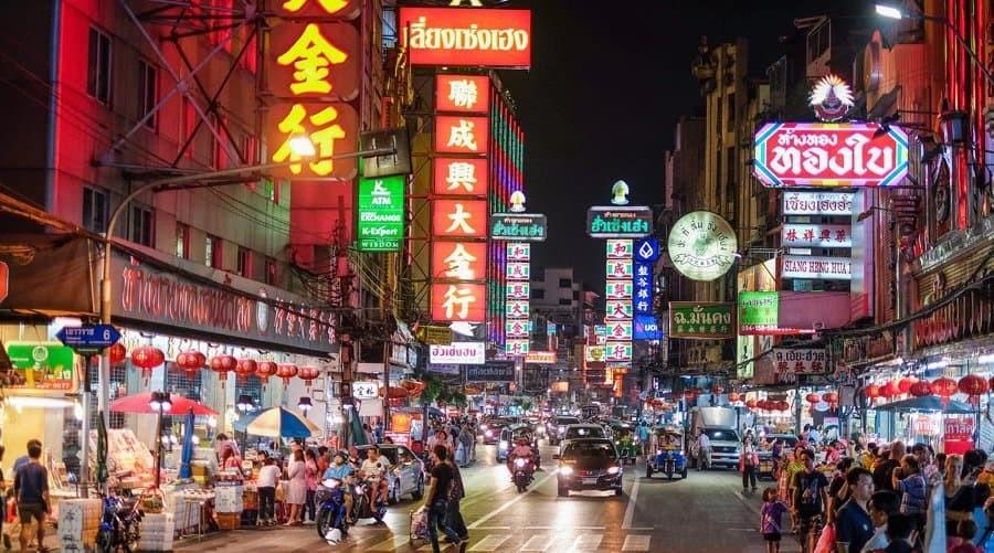 Các trung tâm thương mại và siêu thị ở Thái Lan mở cửa cả ngày