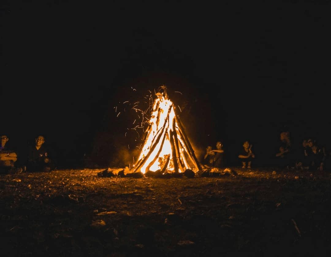 Cắm trại qua đêm là hoạt động yêu thích của nhiều người khi đến với núi Hàm Lợn