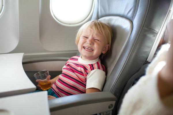 Trẻ em đi máy bay cần lưu ý gì?