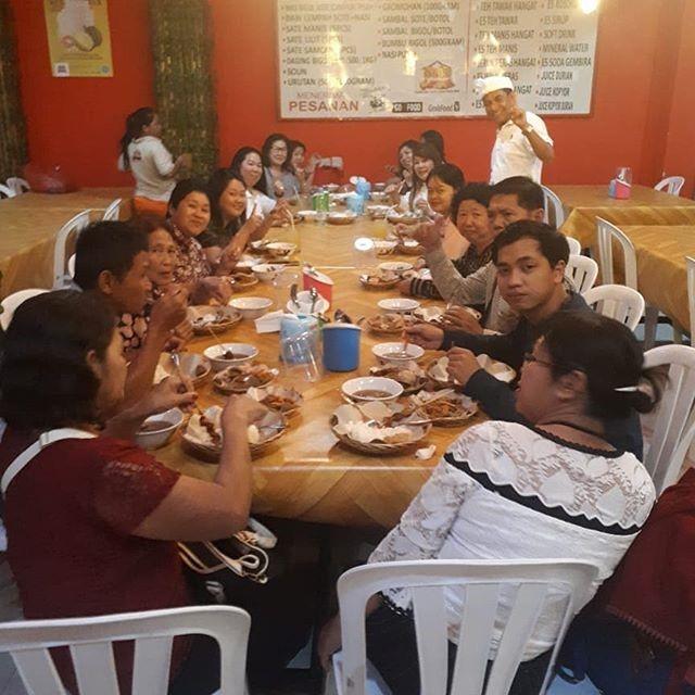 Một bữa ăn vui vẻ của nhóm bọn mình