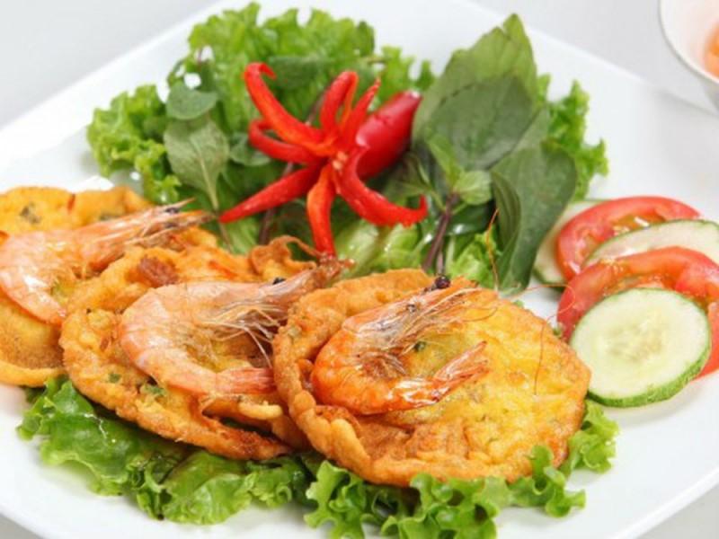 Bánh tôm là món ăn nổi tiếng Hà Nội