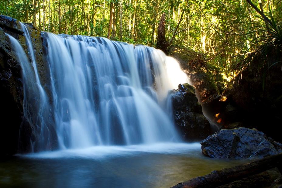 Nét đẹp kỳ ảo thác nước ở Suối Tranh
