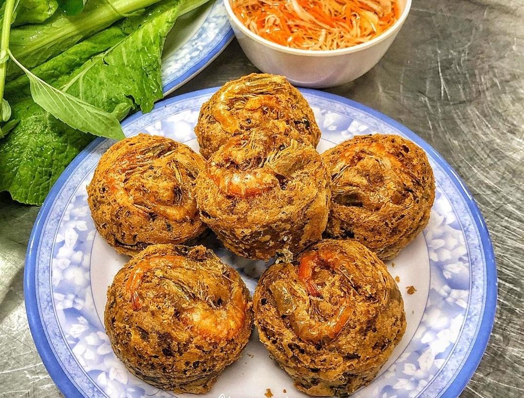 Bánh cống Cô Út là quán ăn đặc sản Cần Thơ nổi tiếng
