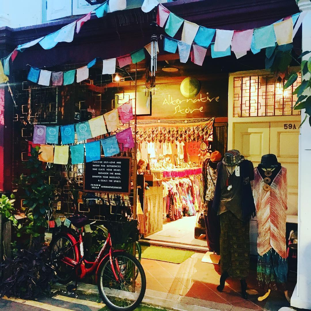 Ghé thăm những cửa hàng màu sắc đáng yêu trên cung đường khám phá khu phố HajiLane