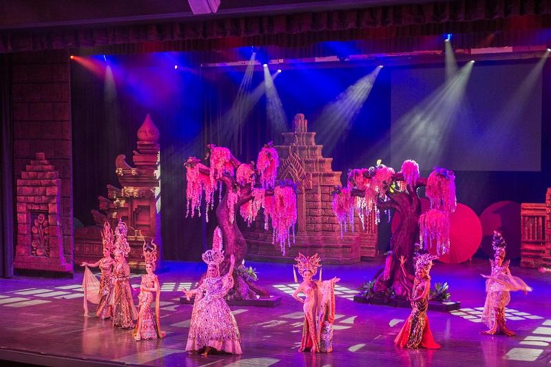 Tiết mục trong Pê- đê show Thái Lan