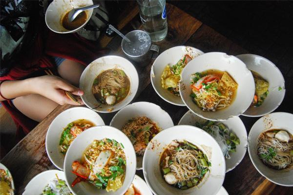 Thưởng thức tô mì giá rẻ tại Boat Noodles