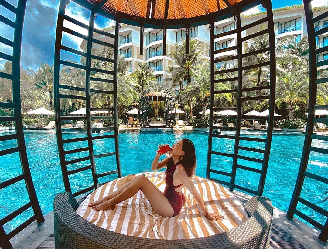 Thiết kế độc đáo tại khu vực bể bơi khách sạn InterContinental Phú Quốc (@quynhphuong.hoang)