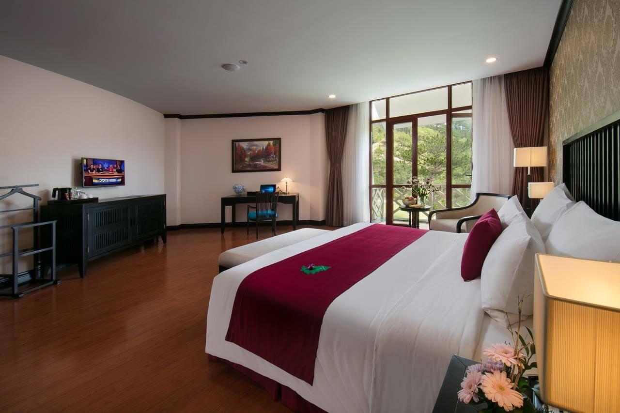 Phòng nghỉ tại khách sạn Swiss Belresort Tuyền Lâm5*