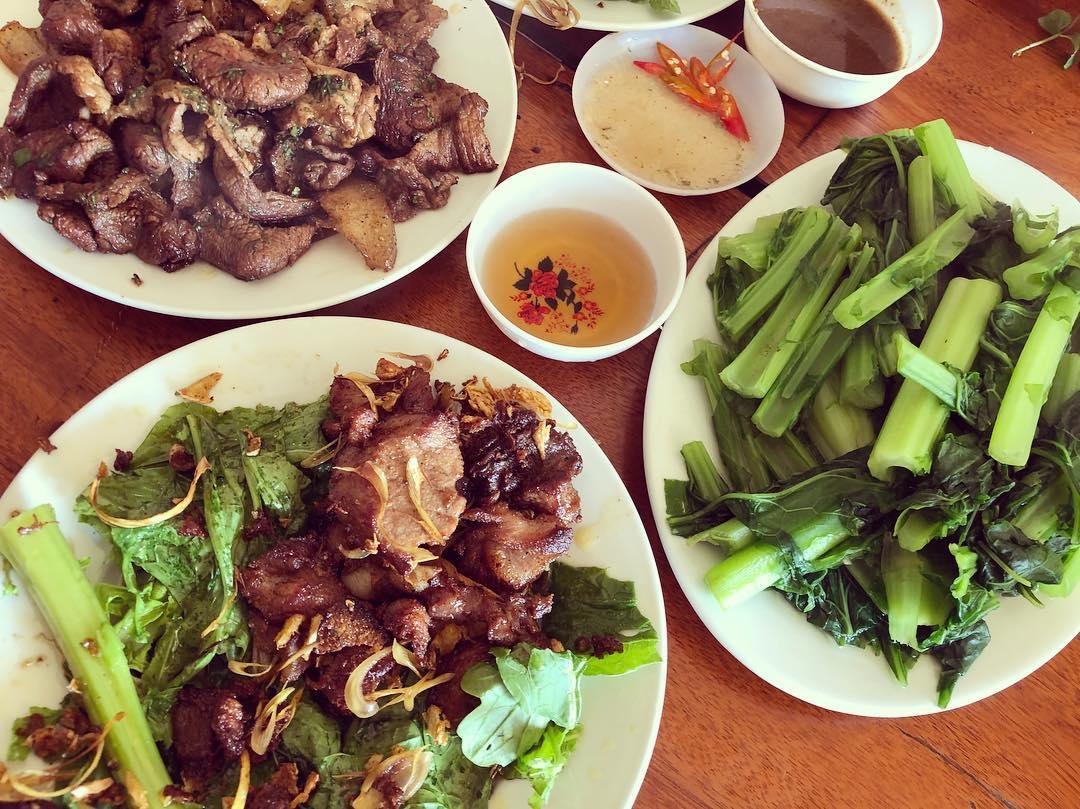 Bữa cơm bình dị ở Mộc Châu