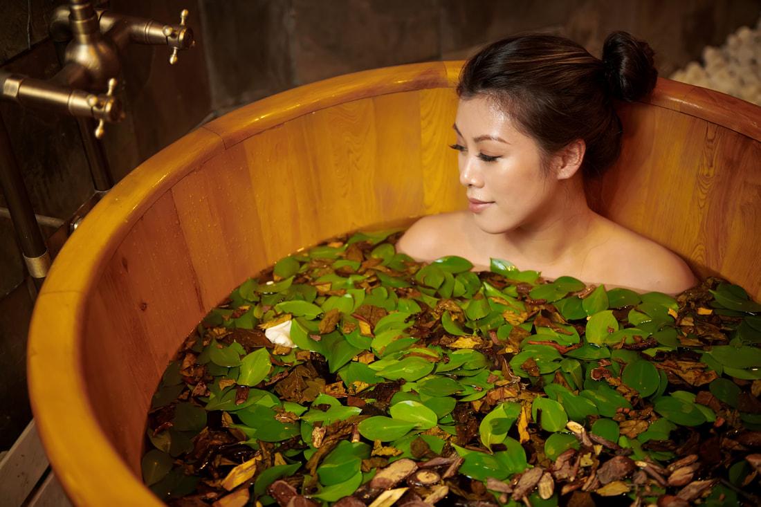 Tắm lá người Dao