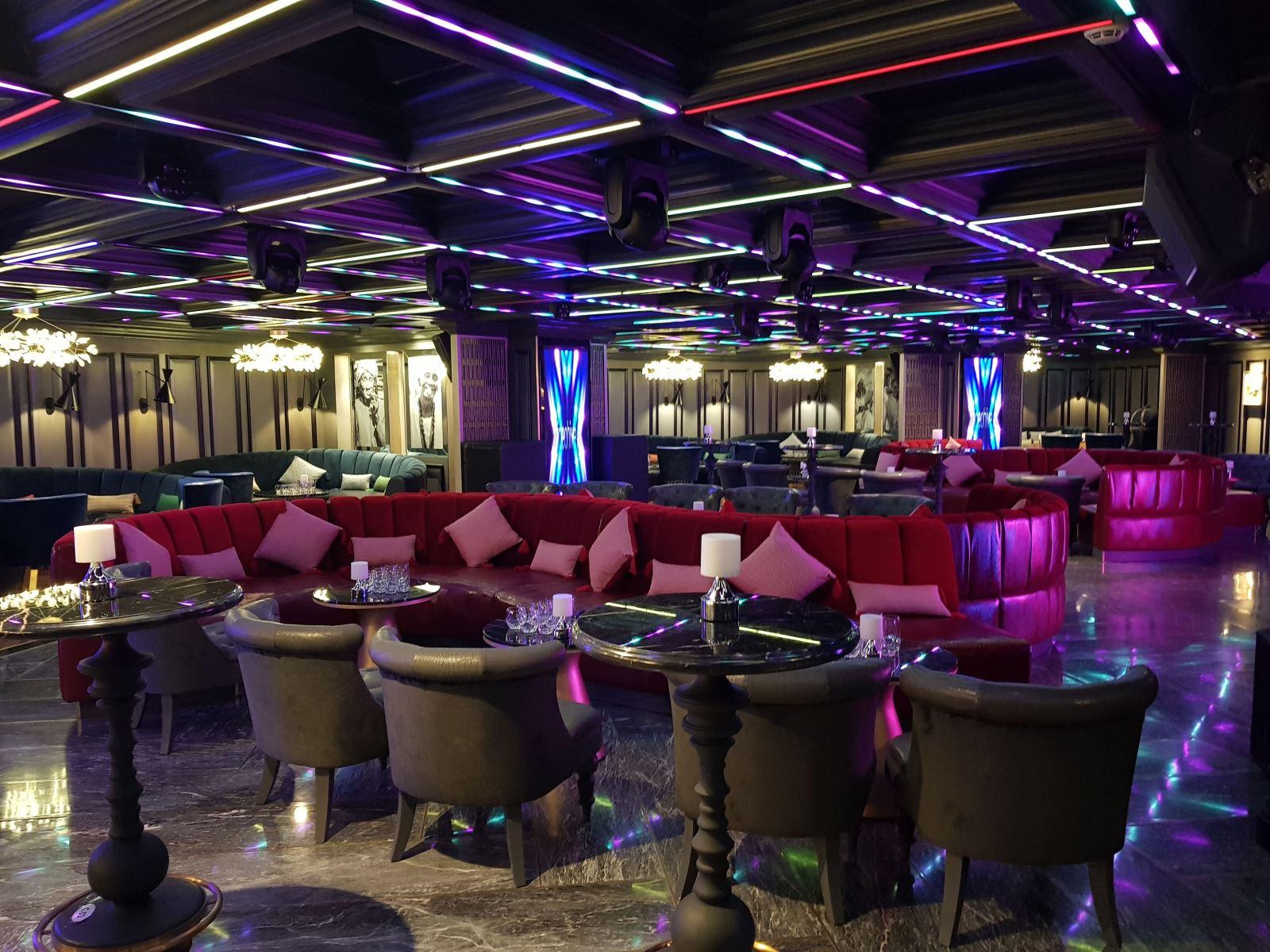 Sky 6 Lounge