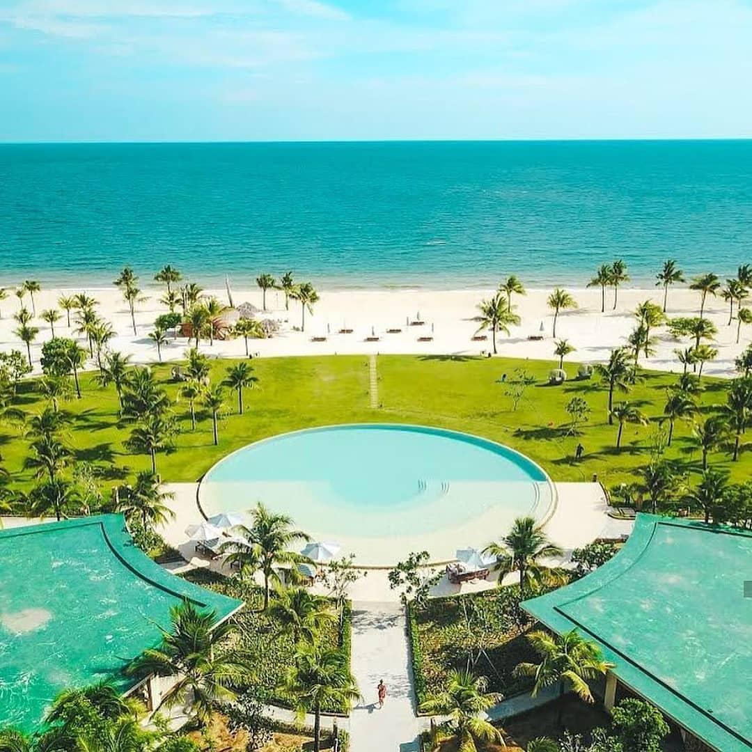 Bể bơi hình tròn độc đáo tại Fusion Resort Phú Quốc (@fusionresortphuquoc)