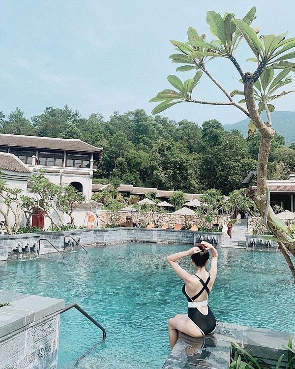 Không gian bể bơi tại Legacy Yên Tử resort 5*