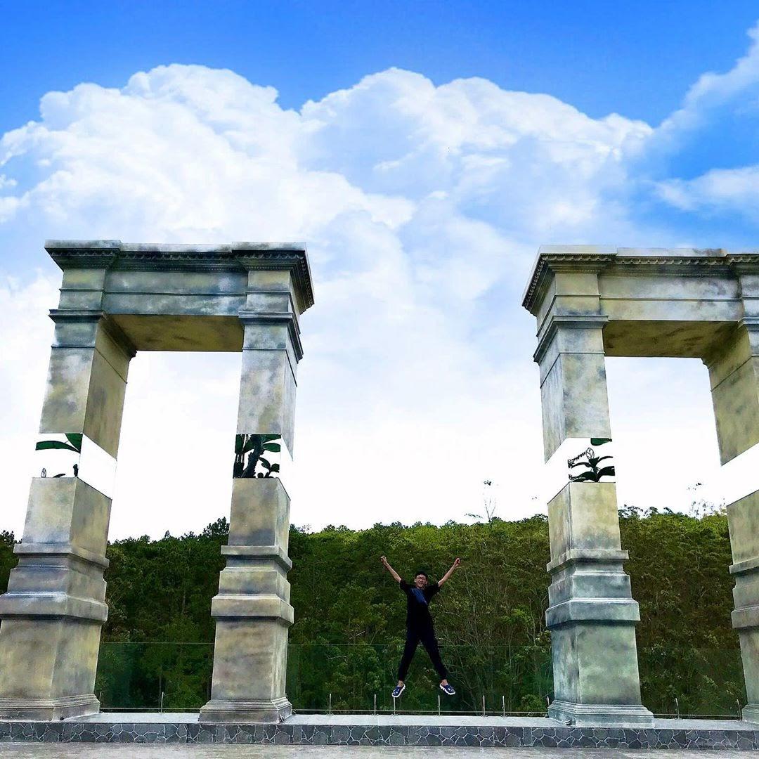 Cổng trời châu Âu tại khu du lịch Fresh Đà Lạt