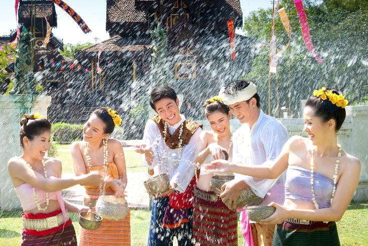 Lễ hội té nước Songkran tại Thái Lan