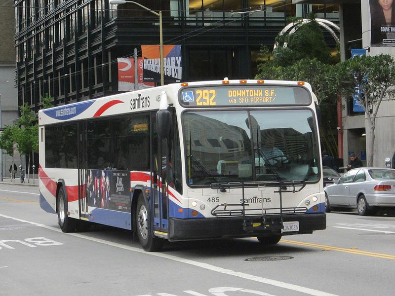 Xe buýt số 292 đi trong thành phố San Francisco