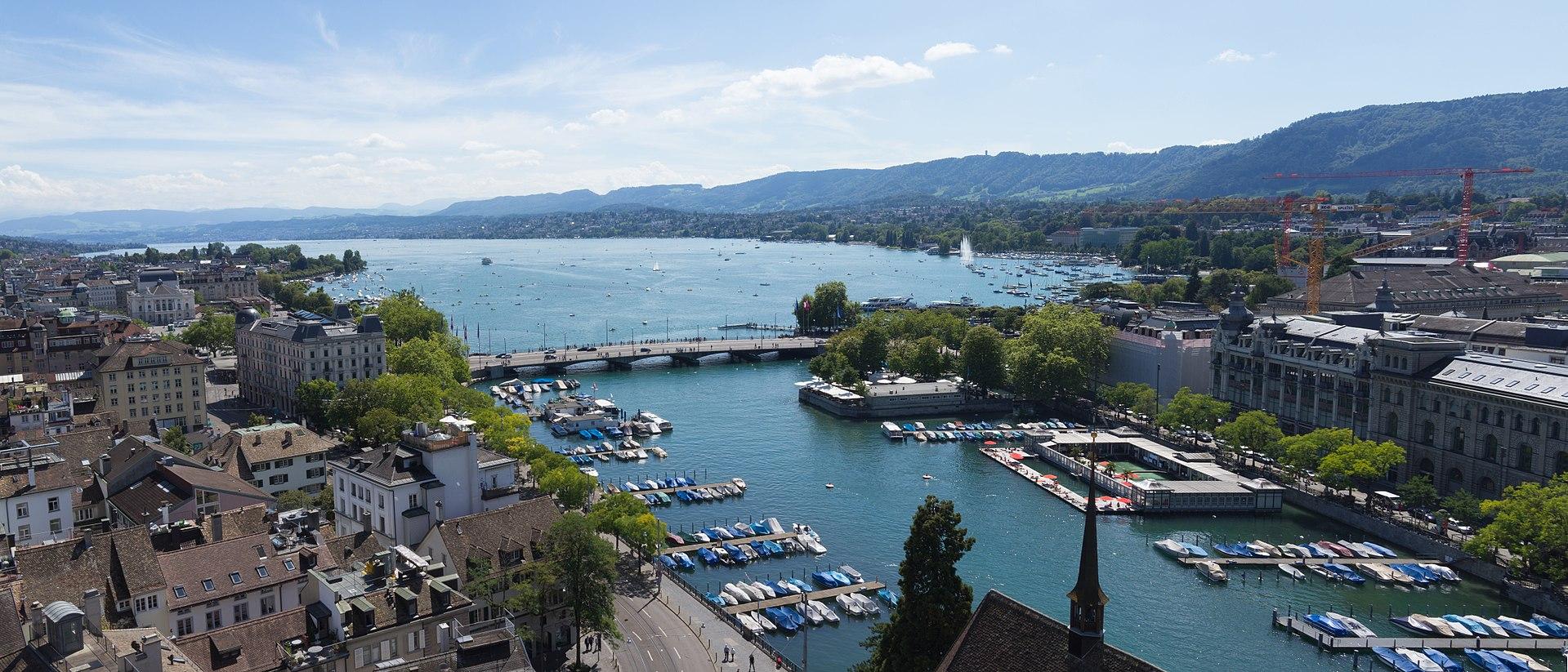 Toàn cảnh hồ Zurich từ đỉnh núi Uetliberg