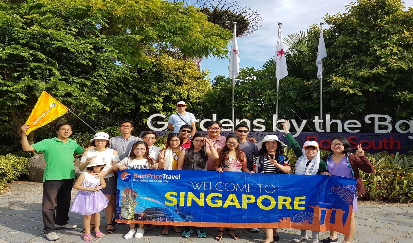 Khách đi tour Singapore